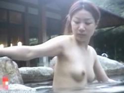 【隠撮動画】女子風呂潜入!魅惑の人妻熟女たちの全裸姿をリアルに収録した危険な映像が公開!の画像