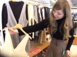【HD隠撮動画】逆さHERO!白人並みに色白なショップ店員のギャルの接客中にパンチラ攻略!の画像