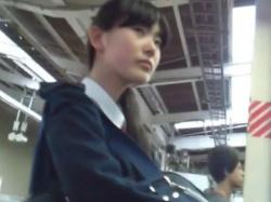 【隠撮動画】完全OUT!確実に処女そうな清純美少女のJC◯学生のスカートを捲りパンチラ収録!の画像