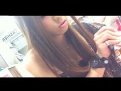 【隠撮動画】超美人なショップ店員のギャルの接客中にパンチラを隠し撮りしまくって公開する!!の画像