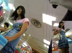 【隠撮動画】即削除!もはやJCどころかJSクラスの美少女のパンチラが隠し撮りされて公開された!!の画像