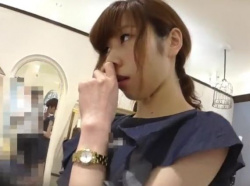 【隠撮動画】逆さHERO!せっかく美人ショップ店員さんがせっきゃくしてくれるのでパンチラ隠し撮りwwwの画像