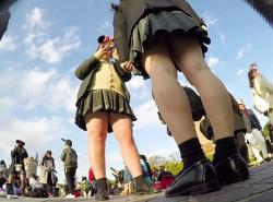 【HD隠撮動画】ディ◯ニーランドに女子校の女の子たちが修学旅行に来たのでパンチラ撮り放題wwwの画像