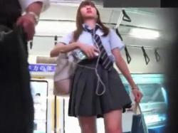 【HD隠撮動画】制服美少女をストーカー!尾行しながらパンチラ無断撮影してる危険物!!!の画像