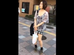 【隠撮動画】極上パンチラ連発!超SSS級美女のパンティを危険すぎる尾行隠し撮り!!の画像