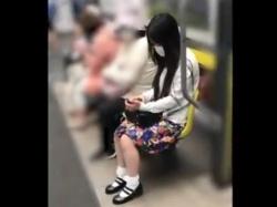 【隠撮動画】感動もの!!!清楚系お姉さんを逆さ撮りすると外人レベルのムチ尻食い込みパンチラ!の画像