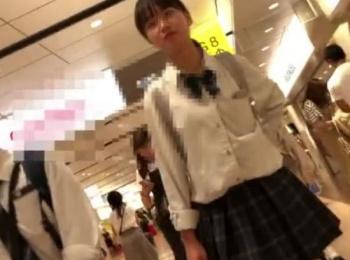 【隠撮動画】もうサイコー!清純美少女の優等生JKのお嬢ちゃんのパンチラが格別すぎwwwの画像