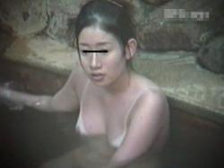 【隠撮動画】日焼け跡クッキリがエロい!女子風呂で美人お姉さんの全裸姿を隠し撮り!!の画像