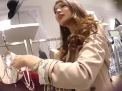 【隠撮動画】文句の付けようがない超SSS級美女のショップ店員のパンチラが当然最高だったwwwの画像