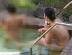 【隠撮動画】温泉旅館の女湯隠し撮り!子連れ人妻の熟れはじめた美ボディ全裸に興奮必須!の画像