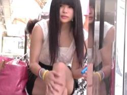 【隠撮動画】超絶可愛い黒髪美少女ギャルを発見してパンチラ隠し撮りを我慢できなかったwwwの画像