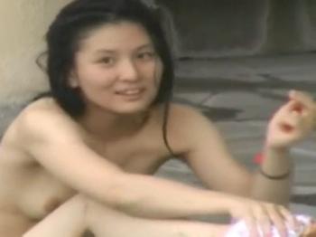 【隠撮動画】もうサイコー!女子風呂盗撮映像でスレンダー美乳美女の裸体を堪能するwww