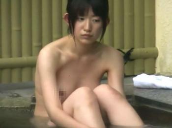 【HD隠撮動画】温泉自慢の旅館の女子風呂で盗撮された素人美人の黒乳首全裸!!