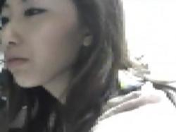 【隠撮動画】ショップ店員の美人お姉さんのパンチラを接客も無視して盗撮放題wwwの画像