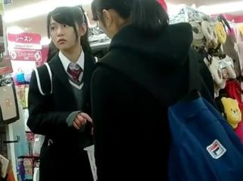 【HD隠撮動画】制服美少女の放課後パンティ!買い物中に粘着してパンチラ盗撮!!の画像