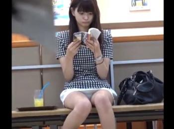 【HD隠撮動画】ラッキーパンティ!可愛さアイドル越えの美人ギャルのパンチラ凝視www