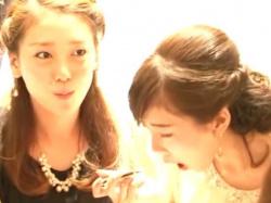 【隠撮動画】美女多数!!!結婚式最中に新郎新婦の女子友たちのパンチラを無断盗撮!!の画像
