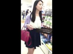 【隠撮動画】黒髪が好印象なスレンダーお姉さんのパンチラ盗撮映像が最高すぎたwwwの画像