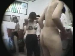 地元民が良く利用するプールの脱衣所にカメラを仕掛けたらギャルの裸体がたくさん撮れましたwwの画像