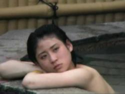 【無修正】温泉施設の露天風呂でのんびりする美女の若い身体を、死角に潜伏して息を殺して盗撮wの画像
