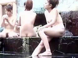 スーパー銭湯盗撮!露天風呂でも洗い場でも至近距離から狙われるぴちぴちギャルたちの画像