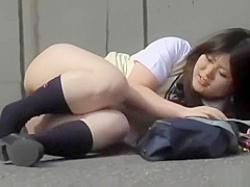 いきなり押し倒して下半身丸出し!スカートとパンツを一気に剥ぎ取られる制服娘たちの画像