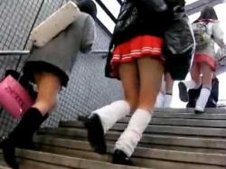 駅構内ぶっかけ痴漢!ミニスカ集団の後をつけてさりげなく近づきスカートに発射の画像