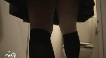ア〇レ潜入かわや盗撮「むっちり巨乳女性の洋式放尿マンコを便器内カメラでドアップ盗撮!」の画像