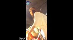 ショップ店員パンチラ編「美脚短パンお姉さんの隙間#038;しゃがみパンチラとハミケツ!」の画像