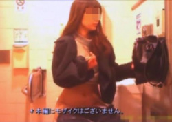 洋式トイレでもしかしてアイドル?という可愛い女子の排泄からマ〇コ拭きをじっくり覗き見!の画像