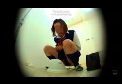 トイレに入る前にうんちを漏らした制服JKの下痢脱糞とパンツ処理を覗き見!の画像
