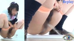 授業中に膀胱が満タンになった制服女子〇生達が洋式や和式トイレで放尿マ〇コを盗撮される!の画像