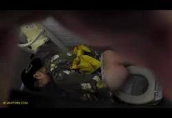 祭り会場の近くにある公衆女子便所で浴衣や私服姿の女子達の排泄姿を下や上から覗き撮り!の画像