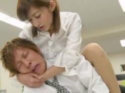 【麻生希】「四つん這いになりなさいよ!」美人のどS上司がM男に逆レイプ?の画像