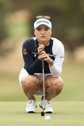 パンツが見えるか見えないかを楽しむスポーツ。それはゴルフ!の画像