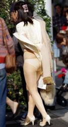 風が強い日にスカートで出かけてしまった結果・・・の画像