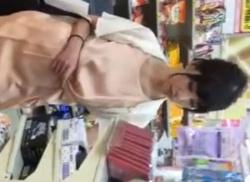 美人OLをエスカレーターでパンチラ盗撮☆ピンクのパンティ隠撮りの画像