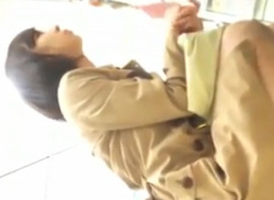 雑貨屋さんでコート姿の素人OLのパンチラ隠し撮りしてパンティ盗撮♪の画像