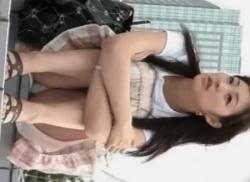 公園で可愛いお姉さんを座りパンチラ盗撮してエッチなパンティ隠し撮りの画像