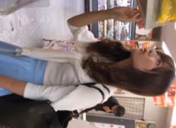 スーパーで超可愛いお姉さんをパンチラ盗撮♪純白パンティを隠し撮りの画像