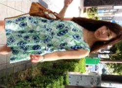駅のエスカレーターでお姉さんをスカートめくり☆パンチラ盗撮隠し撮りの画像