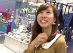ロリ顔のお姉さん店員さんをパンチラ盗撮!白く輝くパンティ隠し撮り☆彡の画像