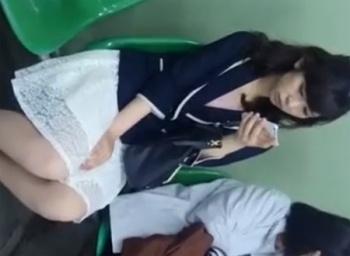 駅エスカレーターでお嬢さまOLパンチラ盗撮☆パンストとパンティ隠し撮りの画像