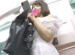 電車で可愛いお姉さんパンチラ盗撮★透けるパンティとナプキン隠し撮り♪の画像