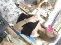 電車で可愛い素人JDお姉さんパンチラ盗撮♪白く輝くパンティ隠し撮り★の画像