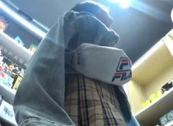 雑貨店で初々しいJC少女パンチラ盗撮!真っ白コットンパンティ隠し撮り~の画像