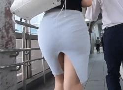 駅でタイトスカートがエロすぎるお姉さんを尾行して歩きパンチラ盗撮~の画像