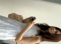 ワンピが可愛いお姉さんを銀行ATMでパンチラ盗撮~桃色パンティ逆さ撮りの画像