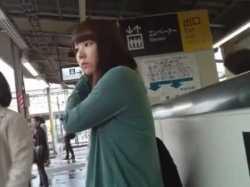 電車や店内でパンチラ盗撮!顔もパンツも撮られる美少女やお姉さんたちの画像