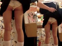 逆さ撮りで見えてるのにスカートをめくられ純白パンツ丸出しにされる制服娘の画像